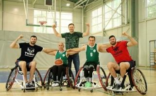 Paralimpinis iššūkis: broliai Lavrinovičiai prieš brolius Skučus vežimėlių krepšinyje