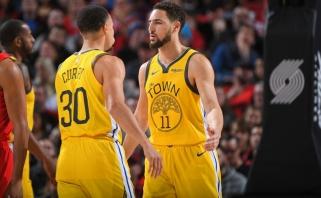 """""""Warriors"""" snaiperiai Curry ir Thompsonas gali praleisti pirmąsias serijos su """"Rockets"""" rungtynes"""