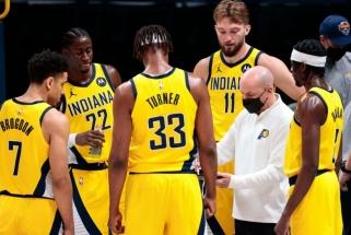 """Pašlijęs """"Pacers"""" žaidimas: tarp žaidėjų ir trenerio perbėgo juoda katė?"""