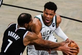 """NBA puošmena tapusi serija baigėsi pusšimčiu Duranto taškų, pratęsimu ir """"Bucks"""" triumfu"""