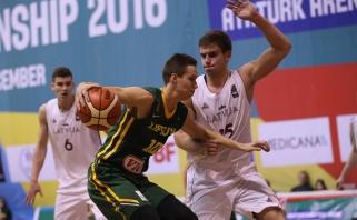 Europos u 18 čempionate lietuviai startavo pergale prieš latvius (video komentarai)