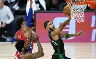 """Principinių varžovų mūšyje –  """"Celtics"""" pergalė bei G.Haywardo trauma"""