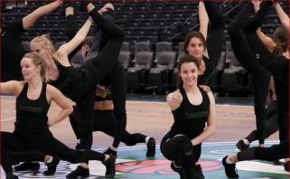 """#TimeOutŽalgiris. """"Žalgirio"""" šokėjų rutina bei ryte su Žalgirinio galva atsibundantis M.Stonkus"""