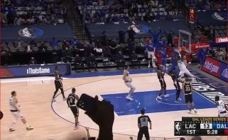 """Ataka """"žemė-oras"""" po Dončičiaus perdavimo iš aikštės vidurio – įspūdingiausias NBA momentas"""
