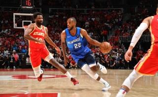 """""""Bucks"""" ir svečiuose palaužė """"Hawks"""" bei įpusėjo kelionę NBA finalo link"""