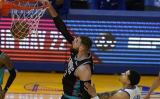 """Varžovų gynybą į gabalus draskęs Valančiūnas ir """"Grizzlies"""" krito prieš 46 taškus pelniusį Curry"""
