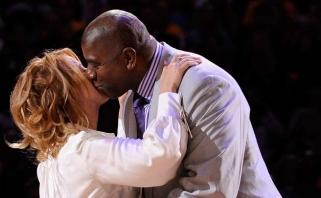 """""""Lakers"""" savininkė papasakojo apie savo pirmąjį susitikimą su Magicu Johnsonu"""