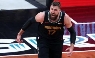 """""""Grizlių"""" sezonas tęsiasi: į NBA lyderius išsiveržęs Valančiūnas dominavo po krepšiais; lemiama kova – su Curry kompanija"""