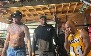 Šauni kompanija: D.Rodmanas, M.Tysonas ir M.Sandifordas-Artestas leidžia laiką kartu